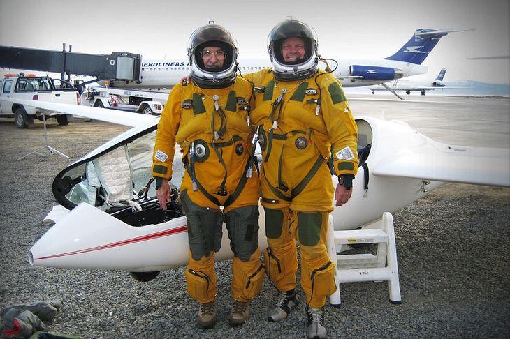 Einar Enevoldsen i Steve Fosset przed szybowcem Perlan