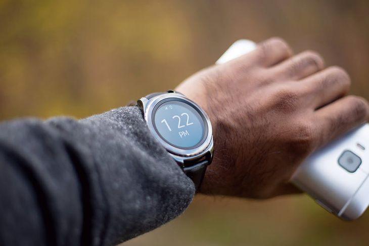 Smartwatch na prezent to doskonały pomysł - zwłaszcza że w wielu sklepach trwają teraz wyprzedaże