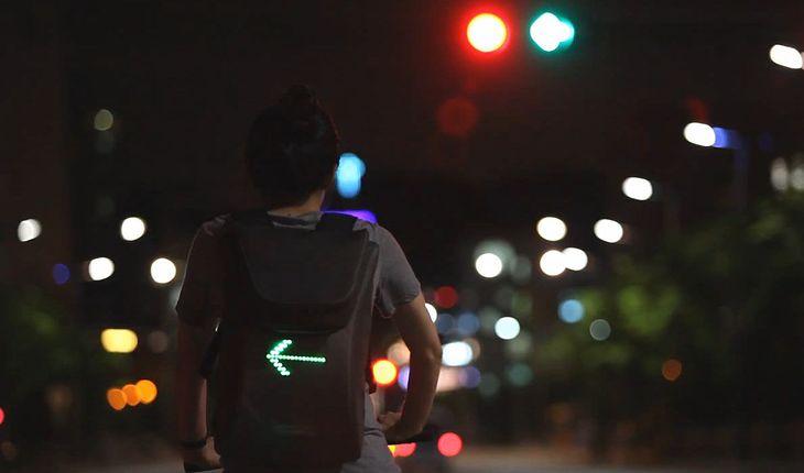 plecak z sygnalizacją świetlną