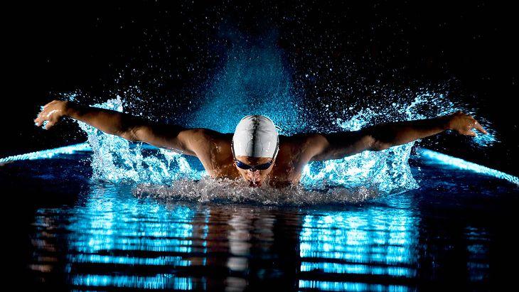 Zdjęcie pływaka pochodzi z serwisu Shutterstock