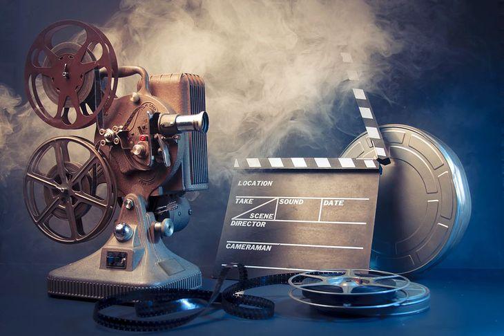 Zdjęcie starego projektora pochodzi z serwisu Shutterstock