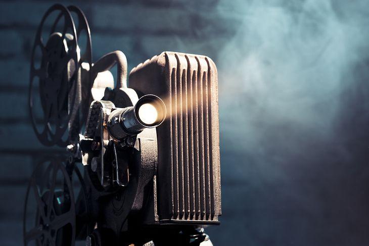 Zdjęcie projektora pochodzi z serwisu shutterstock.com