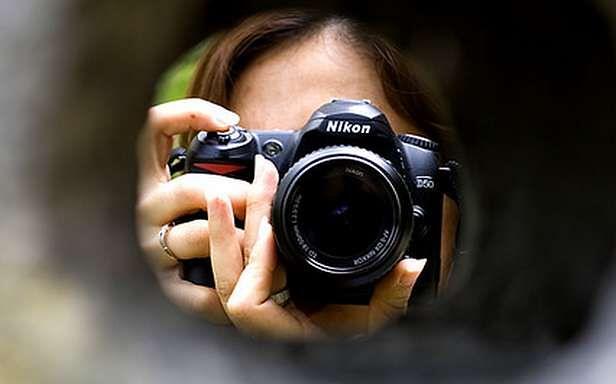 Czy ktoś Cię teraz obserwuje? (Fot. Flickr/ Ke Wynn/Lic. CC by-nd)