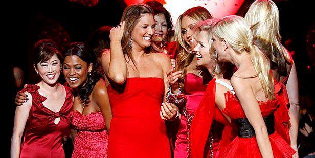 Atrakcyjne kobiety w czerwieni (fot. The Heart Truth PD)
