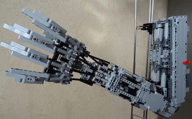 Sztuczna ręka z LEGO (Zdjęcia: Brickshelf)
