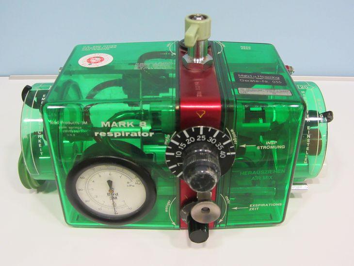 Respirator Mark 8 z 1960 r.