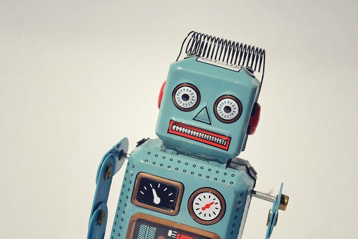 Zdjęcie robota pochodzi z serwisu shutterstock.com.