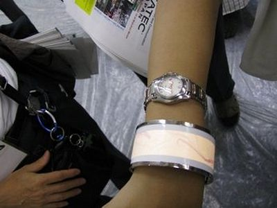 rohm-oled-wristband