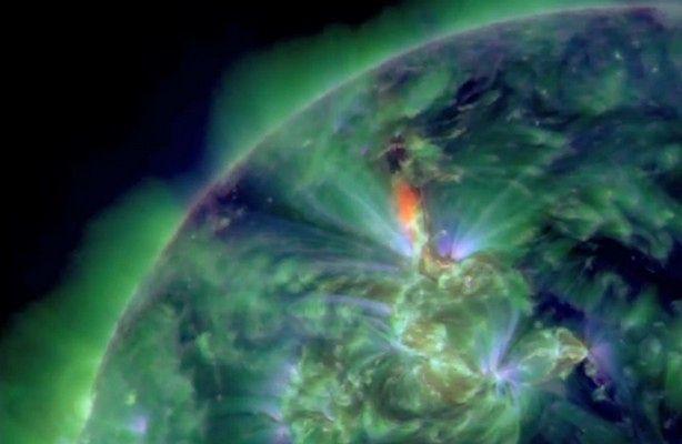 Rozbłysk słoneczny (fot.: film NASA)