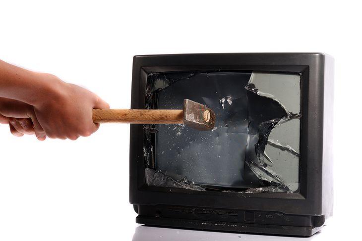Zdjęcie telewizora pochodzi z serwisu shutterstock.com