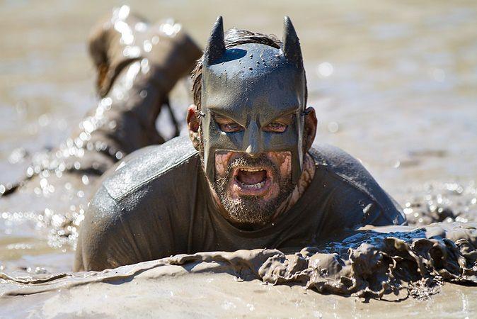 Zdjęcie kostiumu Batmana pochodzi z serwisu shutterstock.com
