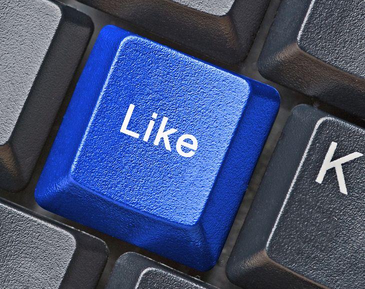 Zdjęcie klawisza Like pochodzi z serwisu Shutterstock