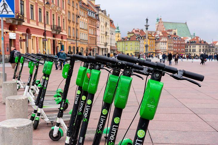 Hulajnogi Lime wracają na ulice Warszawy. Veturilo wciąż z zakazem