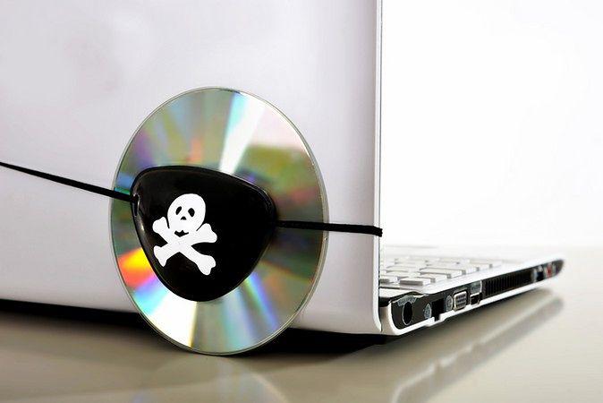 Zdjęcie laptopa pochodzi z serwisu shutterstock.com