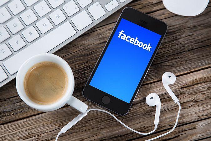 Zdjęcie Facebook pochodzi z serwisu Shutterstock