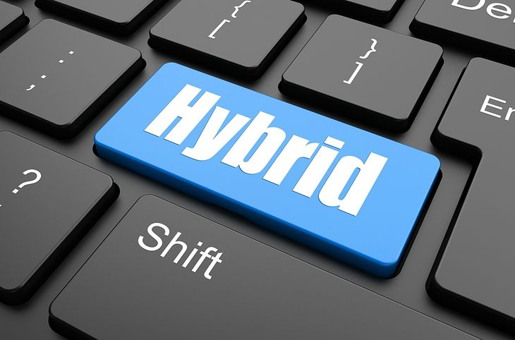 Zdjęcie Computer keyboard with hybrid key - business background pochodzi z serwisu Shutterstock