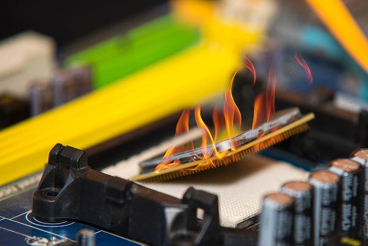 Zdjęcie high performance personal computer CPU on fire pochodzi z serwisu Shutterstock