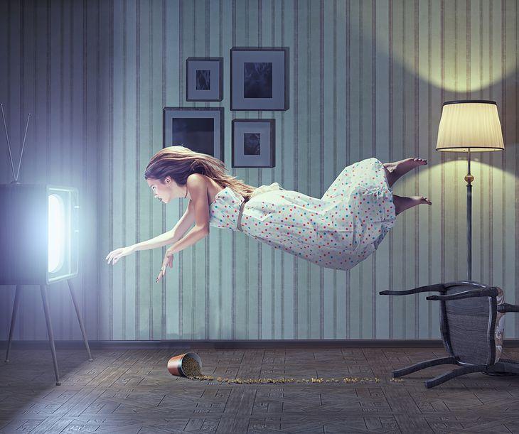 Zdjęcie kobiety pochodzi z serwisu Shutterstock