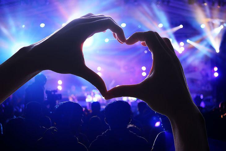 Zdjęcie koncertu pochodzi z serwisu Shutterstock