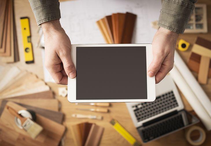 Zdjęcie tablet pochodzi z serwisu shutterstock.com