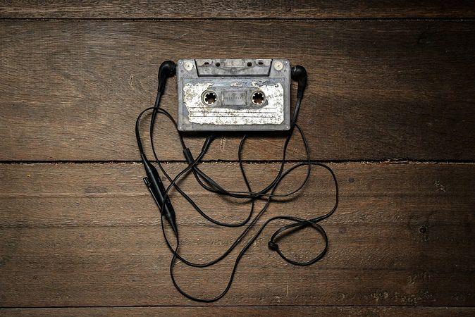 Zdjęcie kasety pochodzi z serwisu shutterstock.com