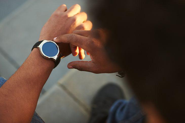 Praktyczny smartwatch dla entuzjastów najnowszych technologii