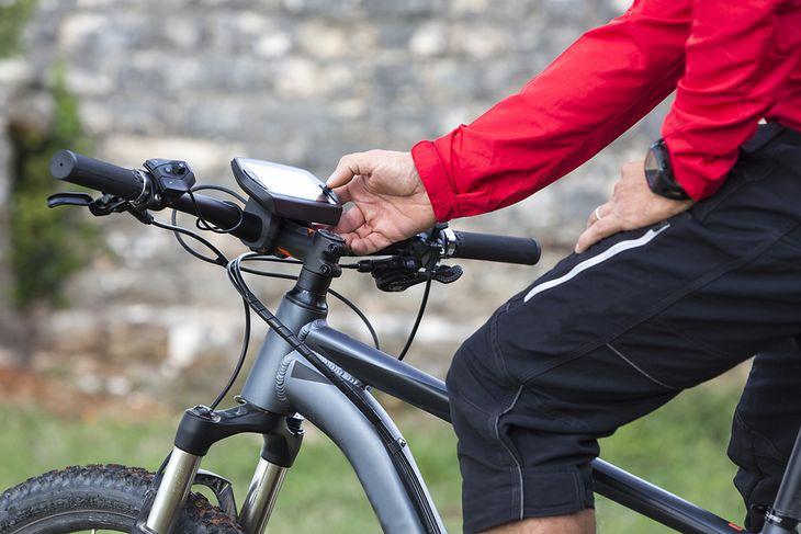 Jaki licznik rowerowy z GPS kupić? Podpowiadamy, jak podjąć najlepszą decyzję