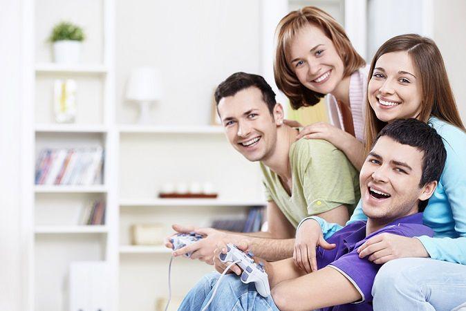 Zdjęcie grających pochodzi z serwisu shutterstock.com