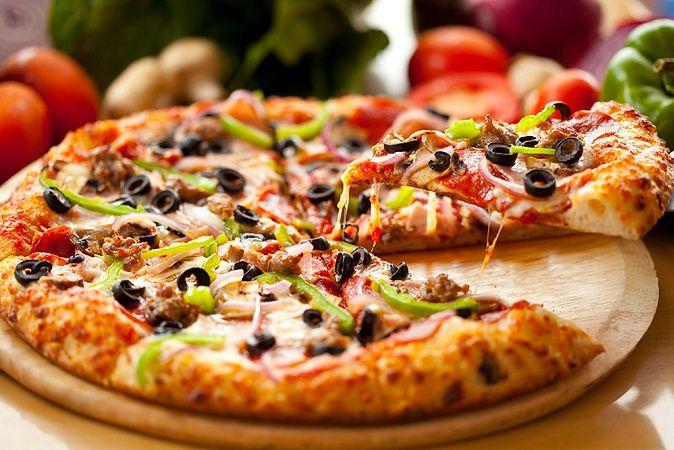 Zdjęcie Pizza pochodzi z serwisu Shutterstock