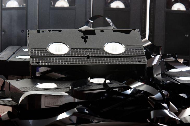 Zdjęcie kasety VHS pochodzi z serwisu Shutterstock