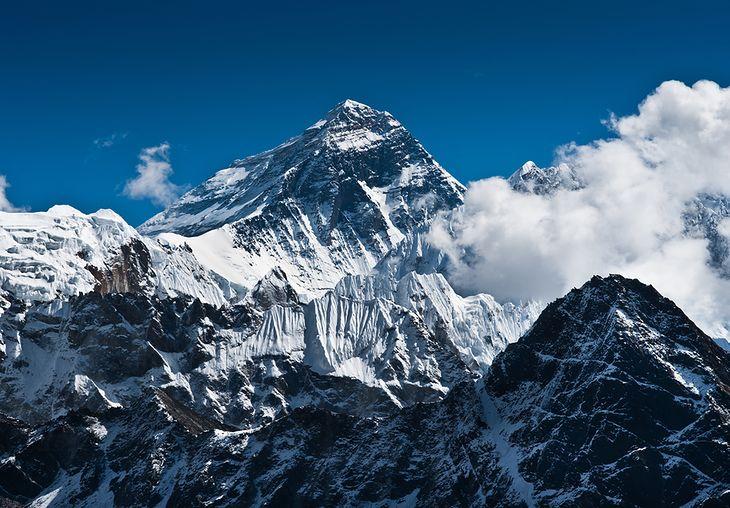 Zdjęcie Everest pochodzi z serwisu shutterstock.com