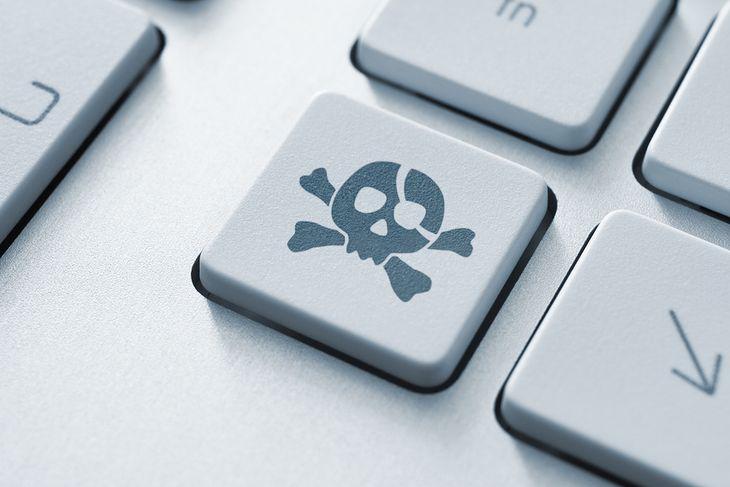 Zdjęcie klawisza z trupią czaszką pochodzi z serwisu Shutterstock