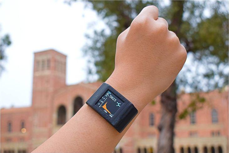 Folia samoprzylepna ma być dodatkiem do smartwatcha