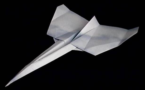 Samolocik z papieru może polecieć dalej, niż Ci się wydaje (Fot. Bumba.net)