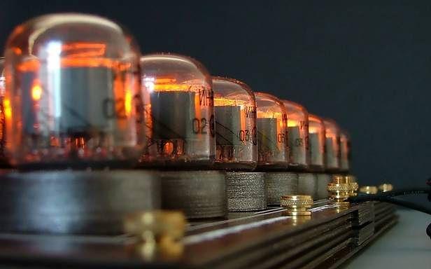 Szachy z lampami cyfrowymi (Fot. TheVerge.com)