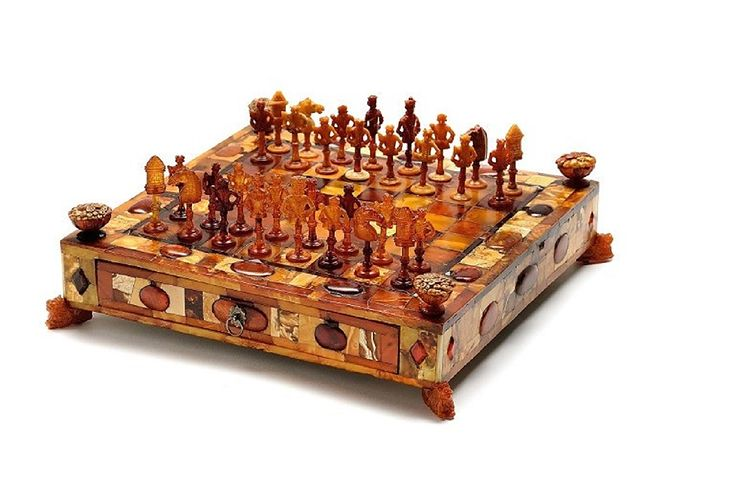 Szachy stworzone w 1690 roku staną się jednym z eksponatów Muzeum Bursztynu w Wielkim Młynie