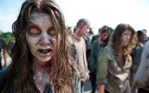 """Zombie z serialu """"The Walking Dead"""" (Fot. AMC)"""