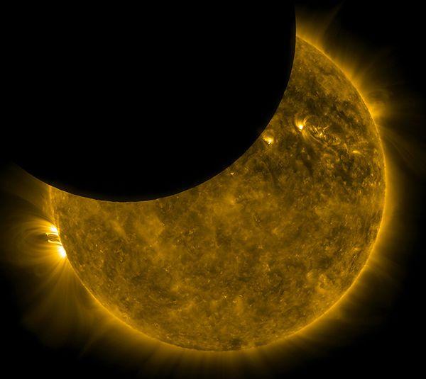 Częściowe zaćmienie Słońca okiem SDO.