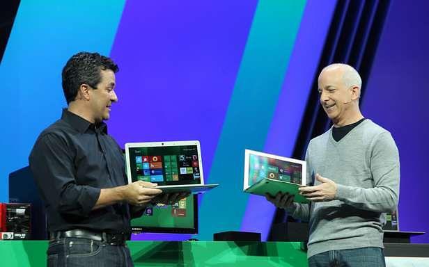 Steven Sinofsky i Michael Angiulo prezentują działanie nowego Windowsa (Fot. Microsoft.com)