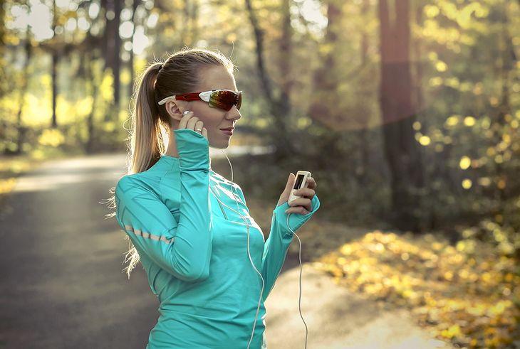 Niewielki przenośny odtwarzacz audio umili nam czas spędzony na bieganiu