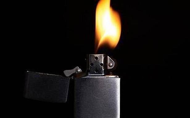 Zapalniczka pomoże wyjść cało z opresji! (Fot. Ukranews.com)