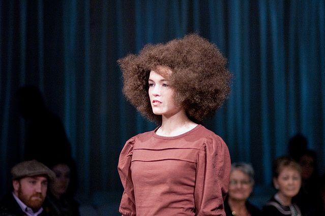 Fryzura Afro Jejświatpl
