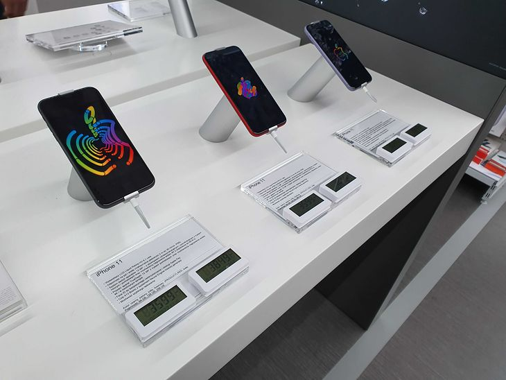 Warszawa - iPhone'y 11 w sklepie... ale tylko na wystawie