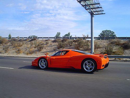 Pomarańczowe Ferrari