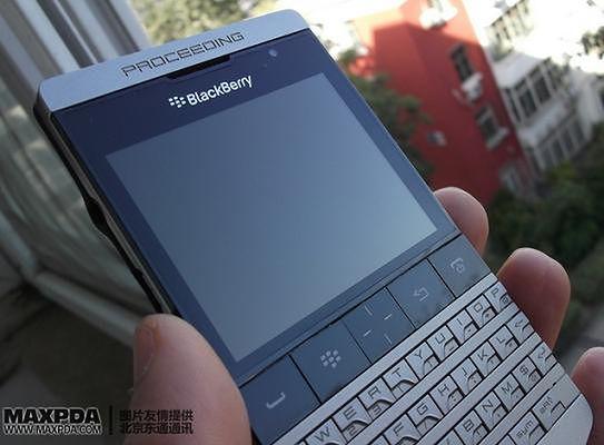 BlackBerry 9980 (fot. MaxPDA.com)