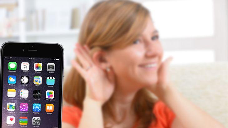 Zmodyfikowane zdjęcie: Kobieta z aparatem słuchowym