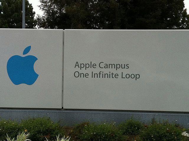 Apple (fot. na lic. CC; Flickr.com/by Klean Denmark)