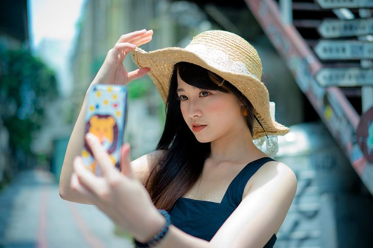 Przedni aparat nie jest niezbędny nawet dla miłośników selfie