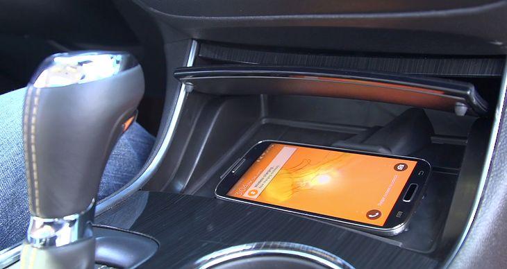 System chłodzący i ładujący smartfona