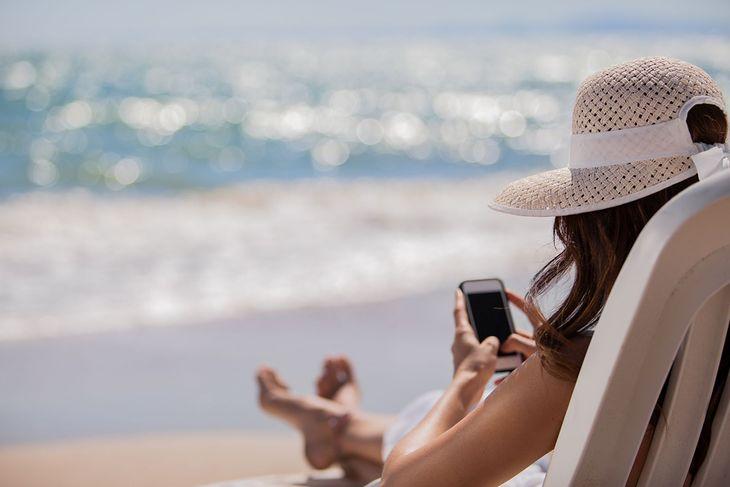 Korzystanie z telefonu komórkowego na wakacjach